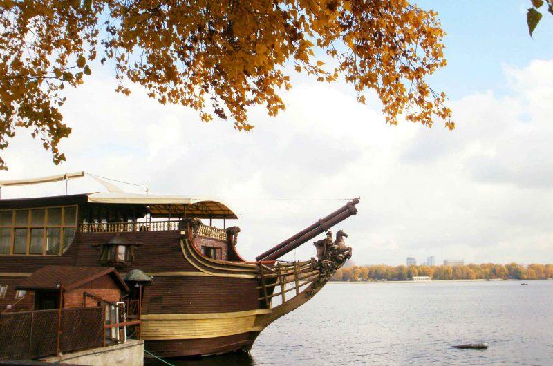 Вид на набережную Днепра в Киеве