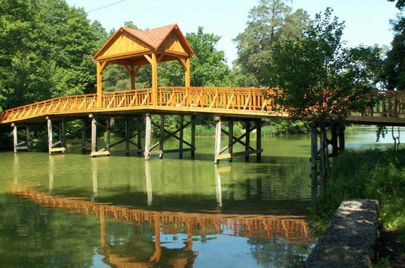 "Деревянный мост на озере ""Пуща-Водица"""