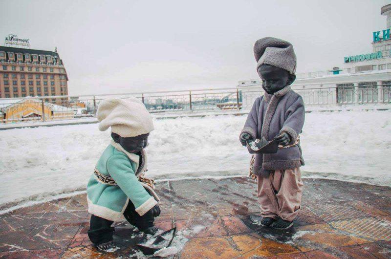 Маленькие основатели Киева встречают зиму на Почтовой площади