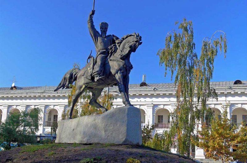 Памятник Петру Конашевичу-Сагайдачному на Контрактовой площади