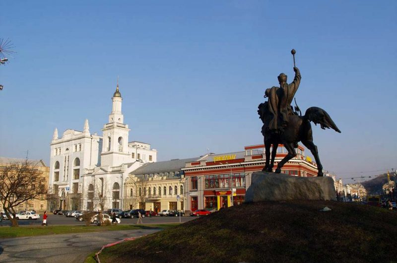 Памятник Петру Конашевичу-Сагайдачному в Киеве