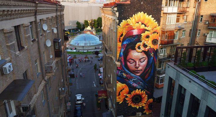Мурал «Берегиня» в переулке Тараса Шевченко в Киеве