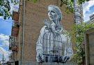 Мурал «Девушка с птицами и клеткой» на улице Антоновича в Киеве
